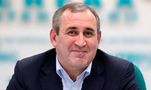 Неверов: Российским политикам позорно пережевывать стейки на деньги иностранных дипломатов