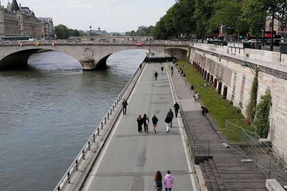 "Отпущенный с карантина Париж на радостях ""напился"""