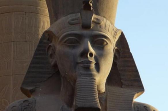 В Египте под грудой мусора обнаружили украшения фараона Рамзеcа II