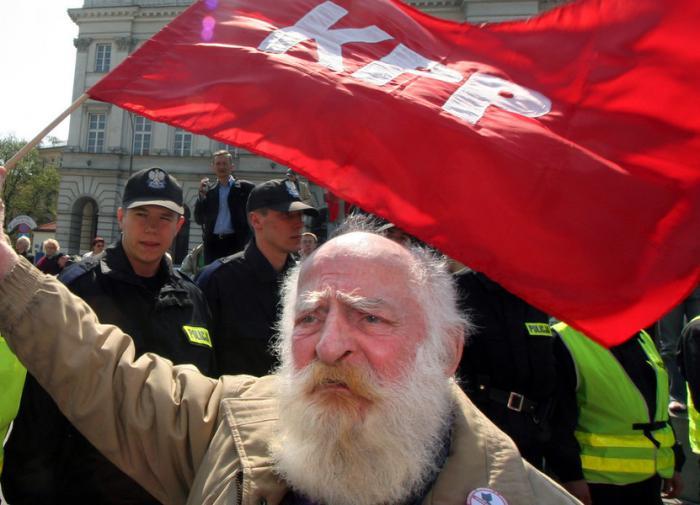 Польское правительство требует запрета коммунистической партии