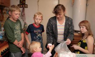 Половина многодетных семей в России живут на грани бедности