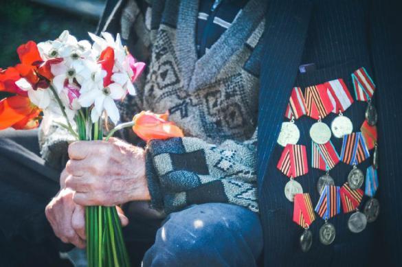 На Пискаревском кладбище и на площади Победы были возложены цветы