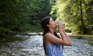 Терапевт объяснила, сколько воды нужно пить в жару