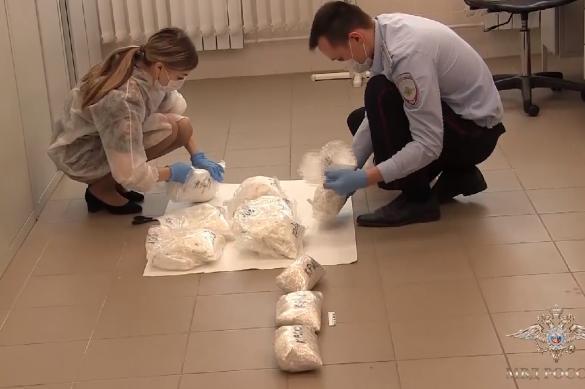 Полицейские задержали курьера с десятью килограммами наркотиков