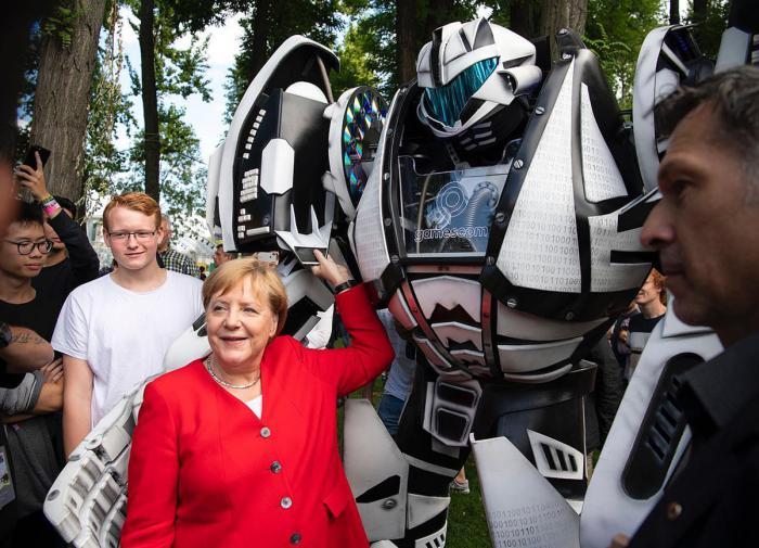 """Вот приедет Меркель: канцлер ФРГ посетит США из-за спора по """"СП-2"""""""