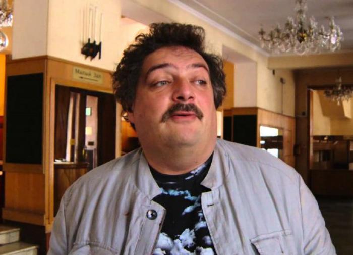 Дмитрий Быков укорил депутата, уничтожившего портрет Путина