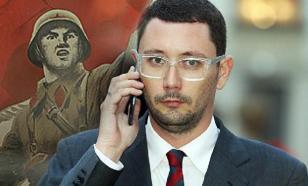 Пресс-секретарь главы Чехии лично очистил оскверненный памятник