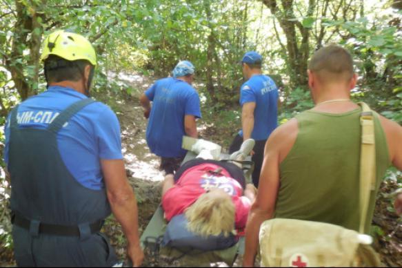 Крымские спасатели помогли туристке, упавшей с высоты около 40 метров