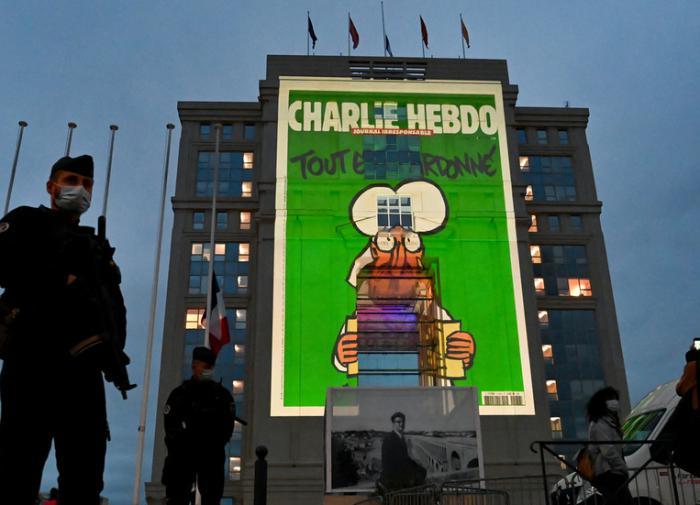 Карикатуры Charlie Hebdo теперь проецируются на здания во Франции