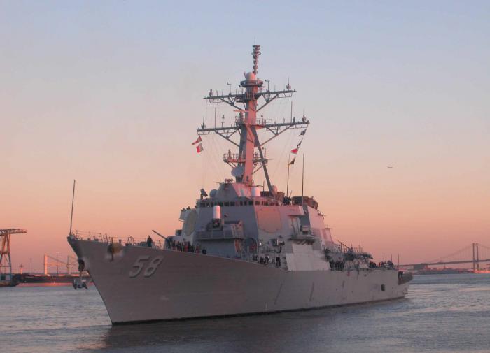 К Чёрному морю плывёт ракетный эсминец США