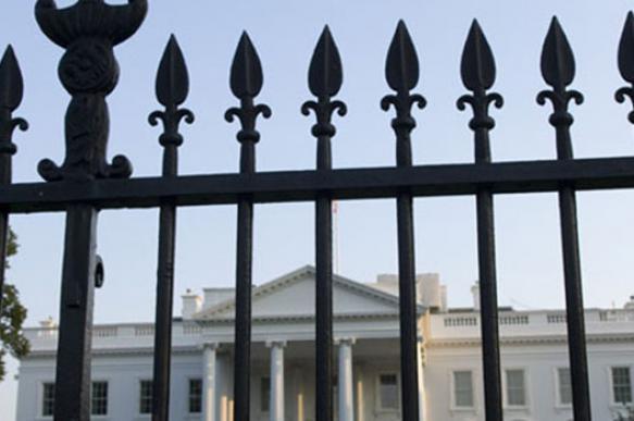 Белый дом в США обнесут 4-метровым забором