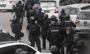 В Джакарте боевики захватили здание в центре города