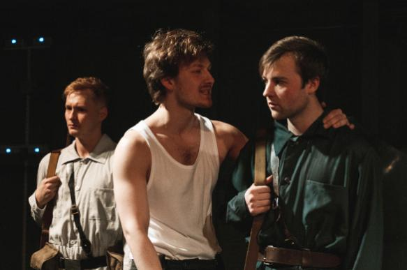 """Пятая колонна"": Хемингуэй в Театре Армии"