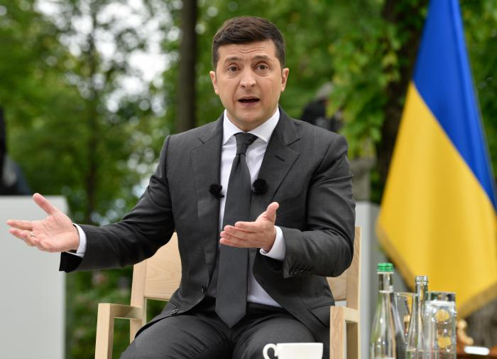 Депутат Рады уточнил, кто поднимает рейтинги Зеленского