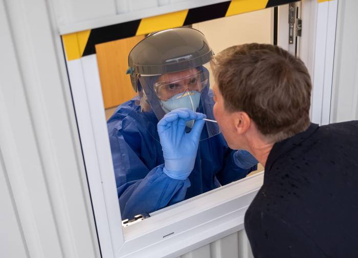 """Минздрав: """"Некоторые пациенты c коронавирусом могут лечиться на дому"""""""