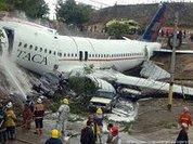 Индийский самолет пощадил только восемь человек