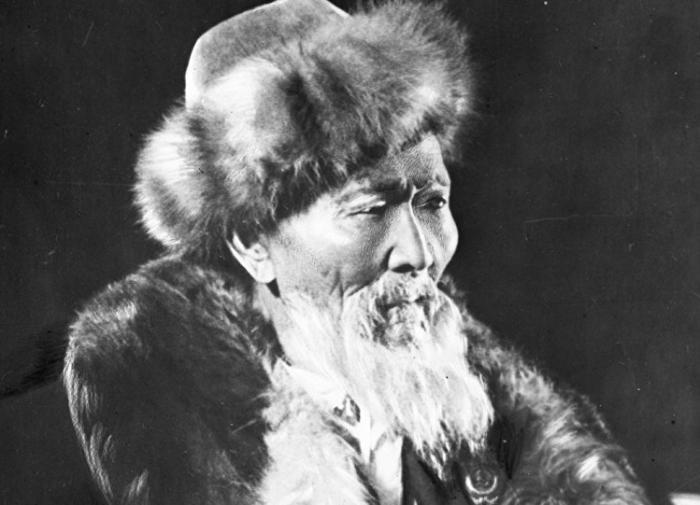 Советский миф: акын-долгожитель, переживший свою славу