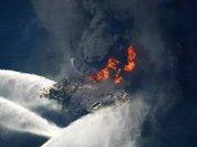 В Мексиканском заливе взорвалась и загорелась буровая вышка