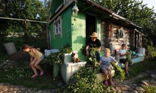 Опрос: большинство россиян провели летний отпуск на даче или же дома