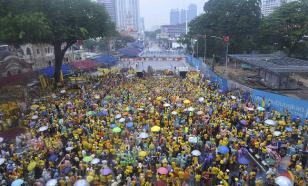 В столице Малайзии тысячи .людей требуют отставки премьера, укравшего $600 млн