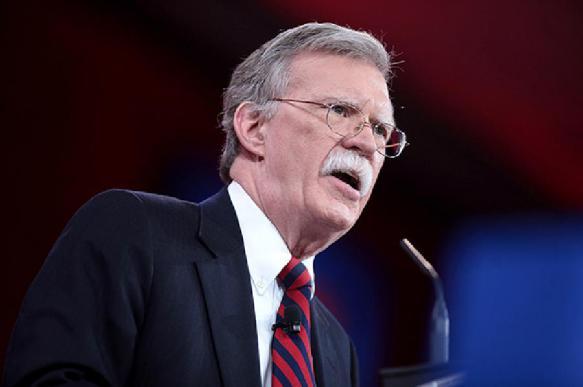 Болтон заявил, что иранские мины использовали при атаке на танкеры в ОАЭ