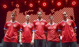 Футболисты сборных России поблагодарили врачей аплодисментами