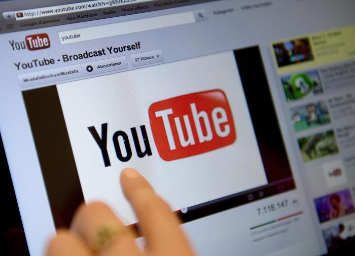 Роскомнадзор пообещал заблокировать YouTube из-за ограничений для RT