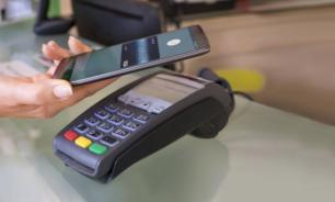 Количество операций оплаты смартфонами возросло в три раза за год - ЦБ