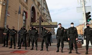 В Минске силовики оцепили главную площадь и скверы