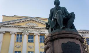 Зачем в МГУ студентов ставят к позорному столбу?