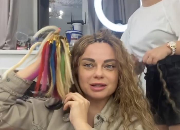 Наташа Королёва сделала афролоконы и стала похожа на Тарзана