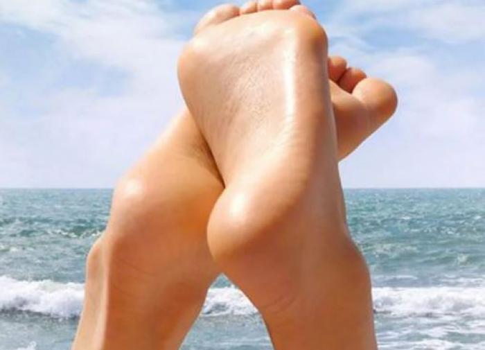 Врач назвал болезни, при которых холодеют ноги
