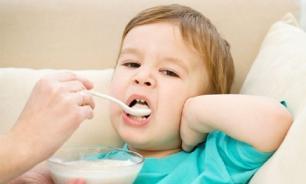 Детей из Чебоксар чуть не накормили крупой с клещами