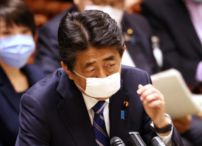 Весь кабинет министров Японии ушёл в отставку вслед за Абэ