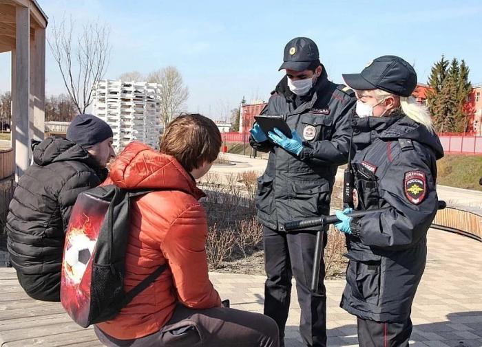 """Смольный и МВД будут """"ловить"""" нарушителей масочного режима"""
