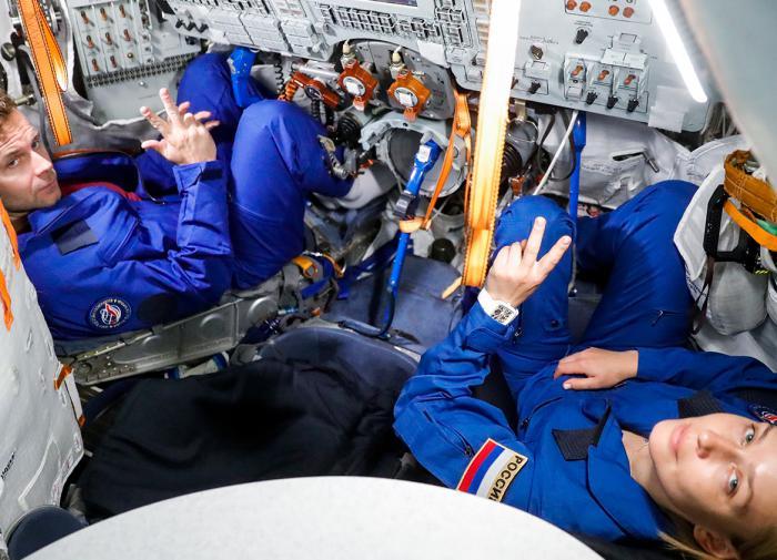 Корабль с первым в мире киноэкипажем вернулся с МКС на Землю
