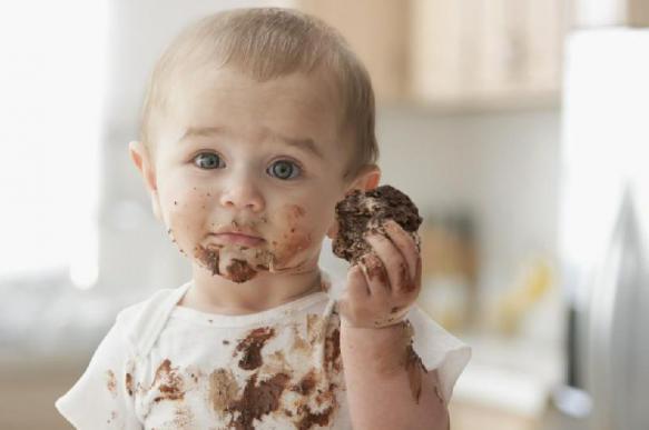 Диетолог: переедание сладкими подарками опасно для детей