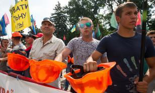 Шахтеры подрались с полицейскими у офиса Зеленского