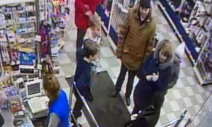 В Мурманске ищут женщину, которая избила ребенка в магазине