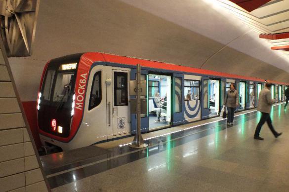 Интерактивные окна установили в поезде московского метро