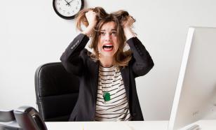 Стресс заставляет женщин переедать