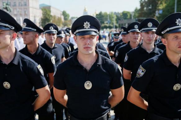 """Украина готовит тысячу полицейских для """"интеграции"""" Донбасса"""