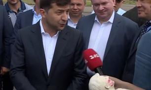 Зеленский не принял от журналистов в подарок свой гипсовый бюст