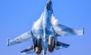 """Су-35 пролетел над американским военным самолётом....""""вверх ногами"""""""