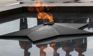 """Компания """"шашлычников"""" осквернила Вечный огонь в Петербурге"""