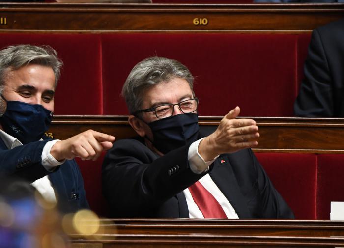 """Во Франции депутаты назвали карантин """"архаикой"""" и предложили новый план"""