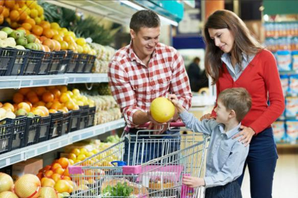 Росстат назвал долю семей со доходами только на питание и одежду