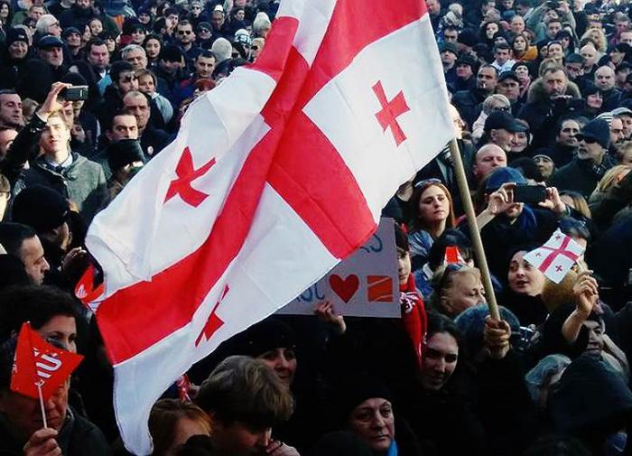 Новые протесты в Грузии: активисты снова у парламента