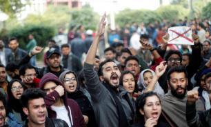 В Нью-Дели проходят студенческие протесты: пострадали более 100 человек