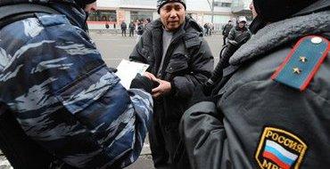 """Полицейские увели 1000 мигрантов с рынка """"Садовод"""""""